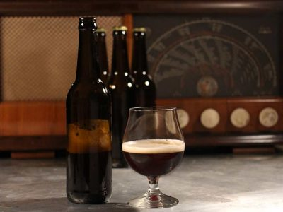 Mørkt øl i glass